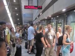 静かな駅は手がかりを増やす(写真は乗り換え先の地下鉄)