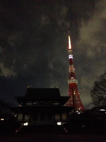 今日の東京タワー(手前は増上寺)