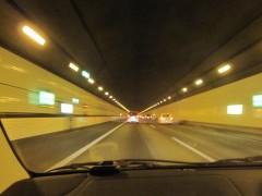 海底トンネルをくぐり抜け
