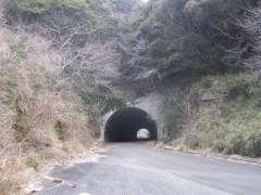 入口のトンネルから反対側