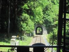 トンネルをくぐって…