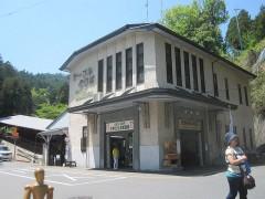 ケーブル坂本駅。開業時からの駅舎がそのまま使われている。