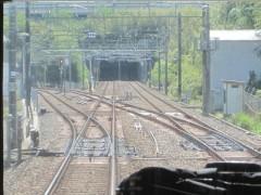 成田空港駅(左)と分岐