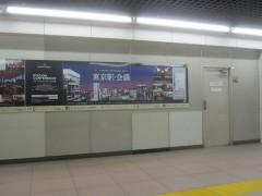 駅通路の広告で…