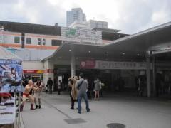 線路が高架上にある中野駅