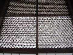 麻の葉の模様の木組み格子