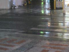 ものすごい雨が降ってきた…