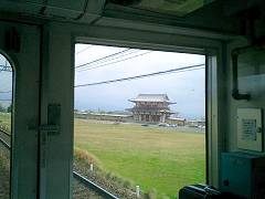車窓に見えたのは平城京の朱雀門