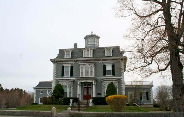 Mansard Roof on a Colonial House