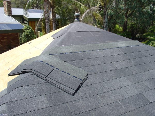 Garage roofing options including garage kits in asphalt for Roofing tar on shingles