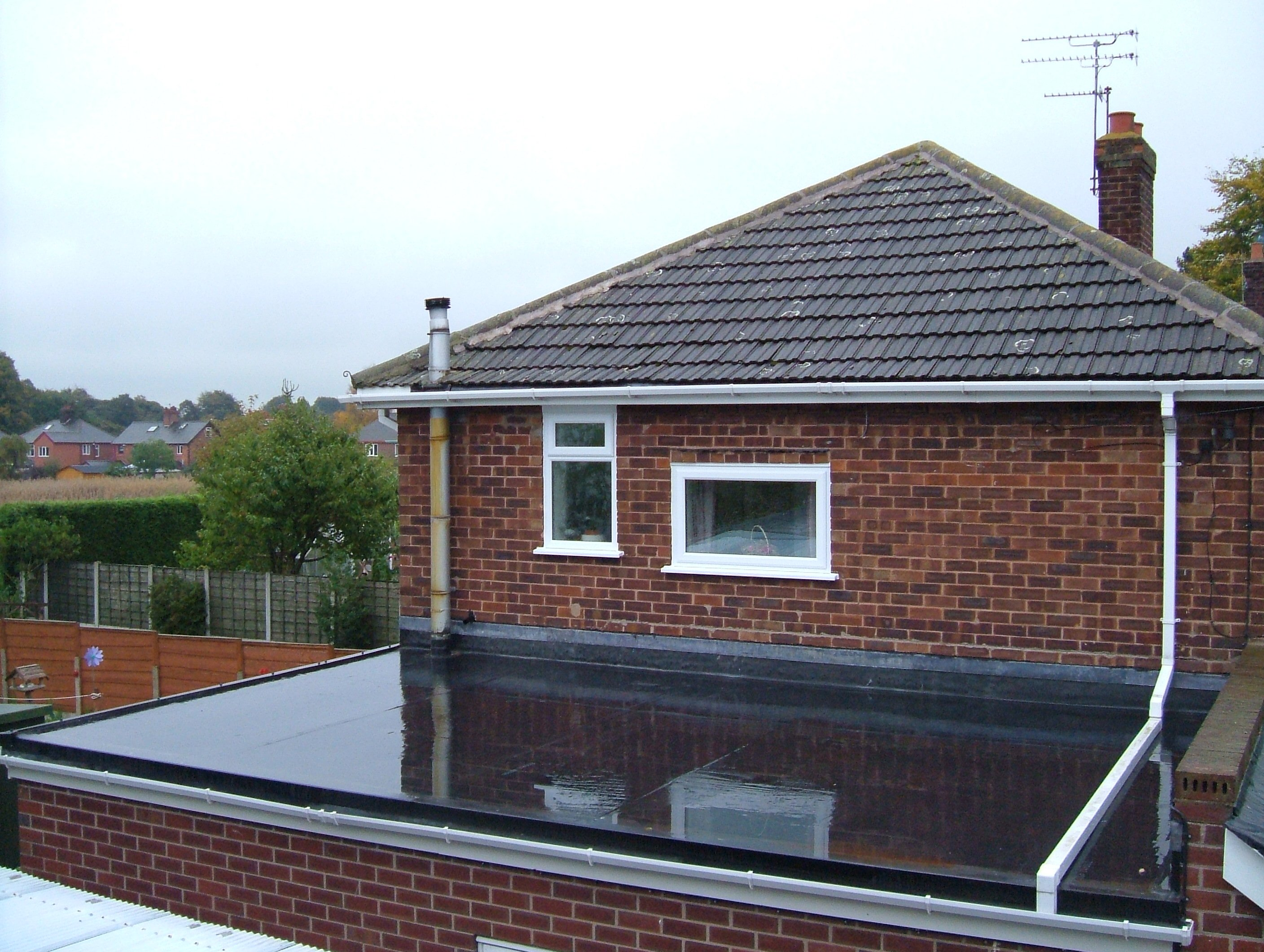 Flat Roof Materials & Installation Costs 2020: PVC vs. TPO ...