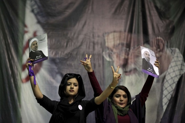 Partisans du candidat réformateur Hassan Rouhani, le 8 juin à Téhéran - Ebrahim Noroozi/AP/SIPA