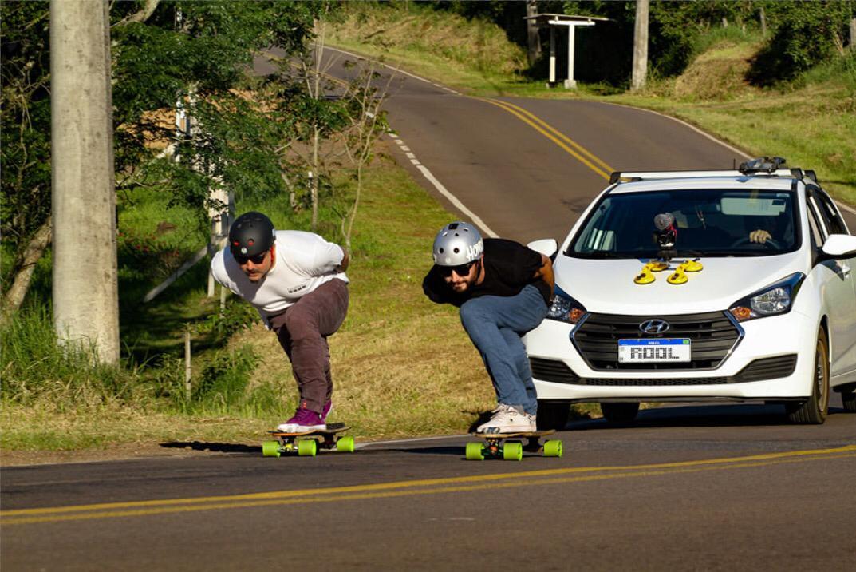 Dalua e Yan com Evandro no Follow Car. Edição: Douglas Dalua. Fotografia: Gabriel Zimmer