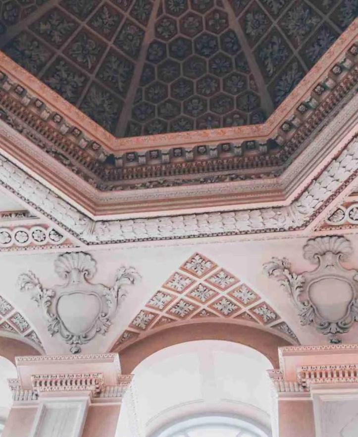 Roomy Home coral colour inspo Blenheim Palace siora unsplash portrait