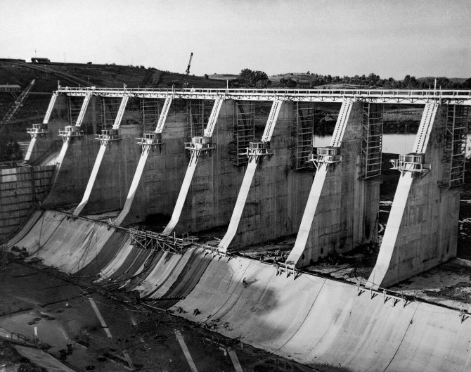 Fort Loudoun Dam under constructionby the Tennessee Valley Authority,Tennessee. 1942.