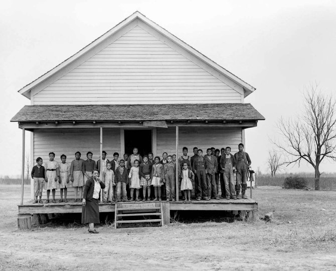 Negro school at Southeast Missouri Farms, an FSA resettlement community and farming cooperative administered by Danish-born sociologist Hans Baasch for 40 black and 60 white families.Near La Forge, Missouri. 1939.