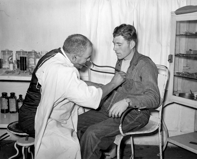 Dr. Springs examining patient. Colp, Illinois. 1939.