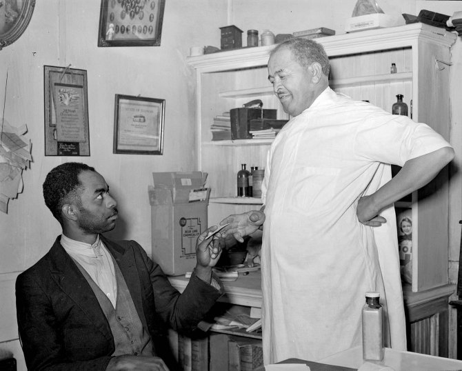 Dr. Springs giving a prescription to a patient.Colp, Illinois. 1939.