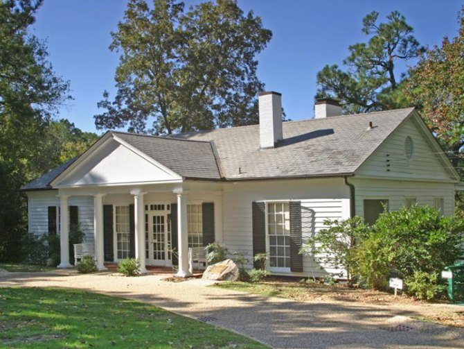FDR built this compact house in 1932 when he was Governor of New York