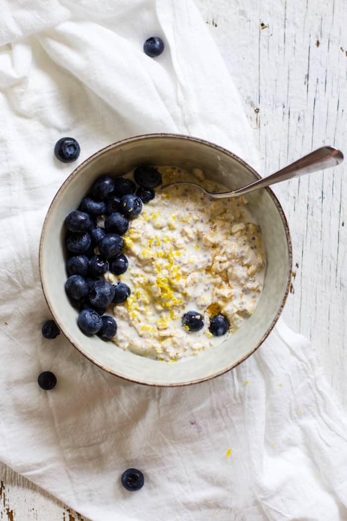 Blueberry Lemon Zest Overnight Oats - So delicious! A healthy, high protein breakfast that's ready for you when you wake up in the morning. | rootsandradishes.com