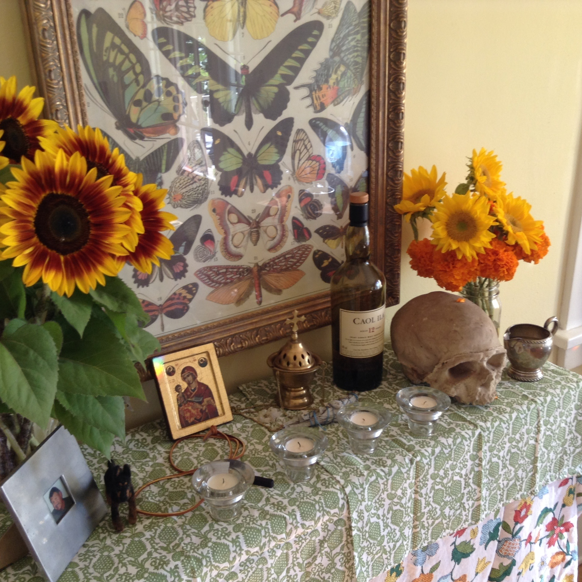 A Day Of The Dead Altar Root Simple