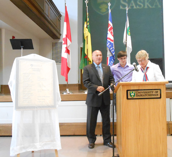 Honouring our heroes - Remember Us - University of Saskatchewan Great War Commemoration Committee r, Interim President and Vice-Chancellor Gordon Barnhart - history student Eric Story-Chancellor Emerita Vera Pezer