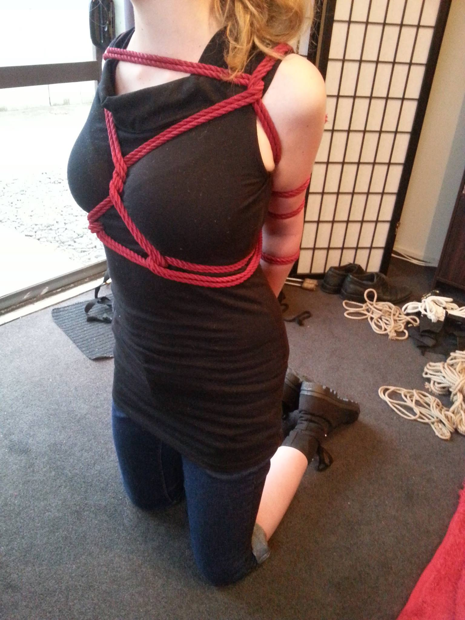 How To Tie A Rope Armbinder - Rope Connections