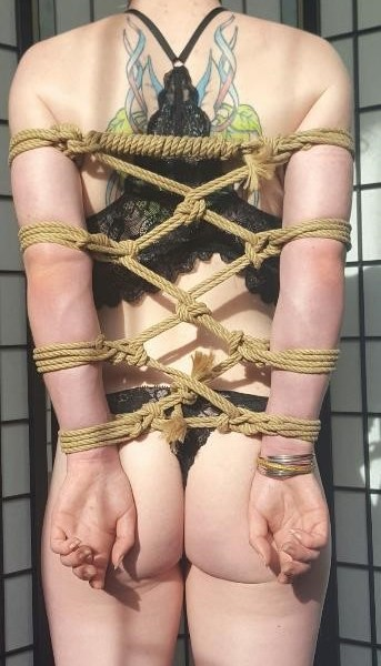 armbinder in rope bondage the smart way