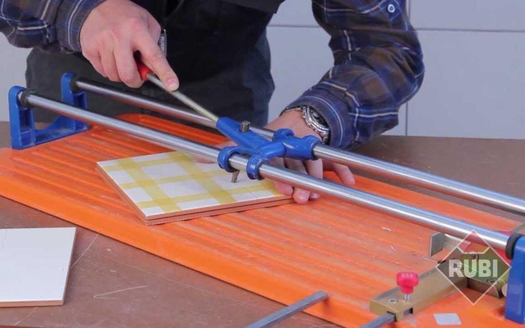 Cómo cortar azulejos en línea recta