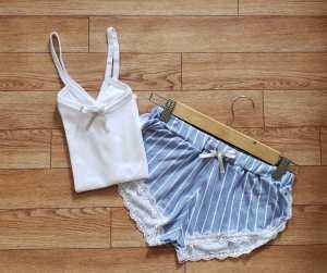 Pijama Rayas azul con blanco 3