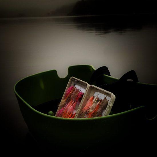 Dette er min boks med sjøørretfluer. jeg liker variasjon i flueboksen.