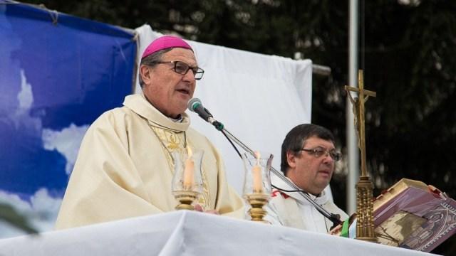 Eduardo Martín en la misa celebrada en la plaza Libertad.