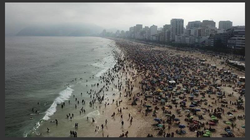 Playas repletas en Brasil: «Miedo tenemos, pero la felicidad de estar aquí es más fuerte»