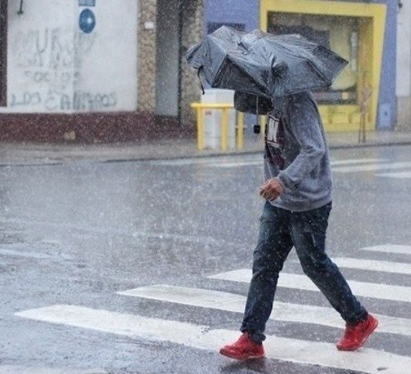 La lluvia estará acompañada de viento en las próximas horas.