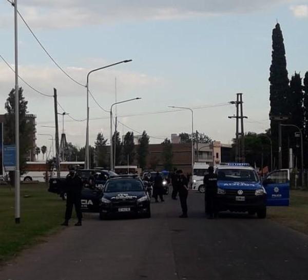 Temprano a la mañana, la policía montó un operativo para liberar el ingreso.