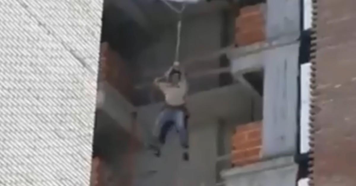 Impresionante video: obreros quedaron colgando de un edificio de Pellegrini y Rodríguez