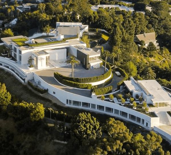 Debido a las ordenanzas municipales recientemente aprobadas, nunca se volverá a construir en Los Ángeles una casa de esta magnitud.