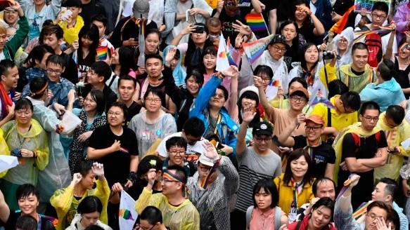 Miles de taiwaneses se congregaron frente al Parlamento (Reuters).