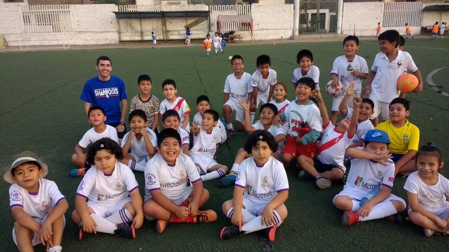 Colin y equipo de futbol infantil