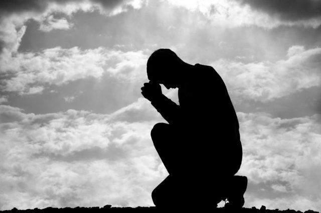 Tarrants kneel 1200x796 - Güç Sahibi Olmanın 48 Yasası - Bölüm 5