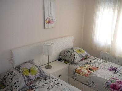 slaapkamer met 2 x 1 persoonbed (2)