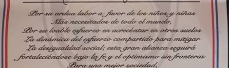 "ROSEA = UN RINGRAZIAMENTO A  1° Coronel Andres Heredia Director Jeneral & 1° Coronel en mando Ector Bienvenido Vaez  amobos officiale  ISTITUTO DOMINICANO   ""DE ENSENANZA POLICIA MUNICIPAL""   REPUBBLICA DOMINICANA SANTO DOMINGO SONA ORIENTAL = ROSALBA SELLA"