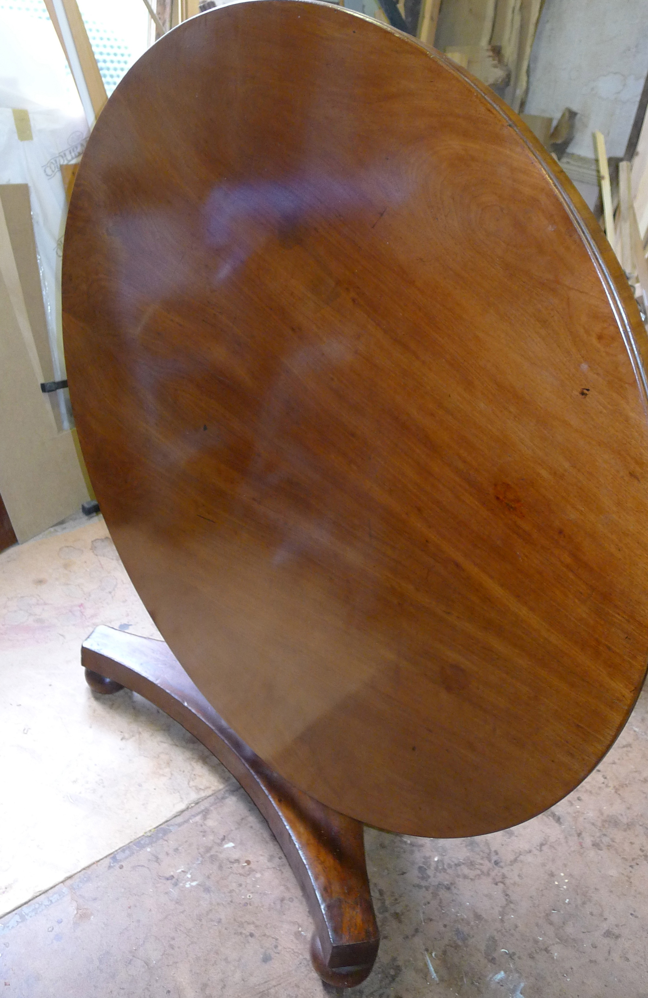 The same table after french polishing.