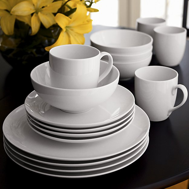 My 7 Favorite Staple Crate and Barrel Kitchen Items - Essential Dinnerware | http://www.roseclearfield.com