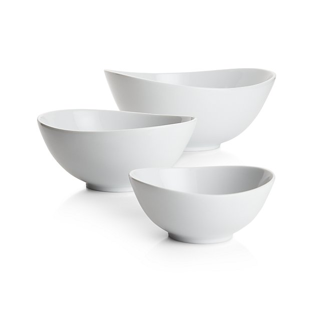 My 7 Favorite Staple Crate and Barrel Kitchen Items - Swoop Serving Bowls | http://www.roseclearfield.com