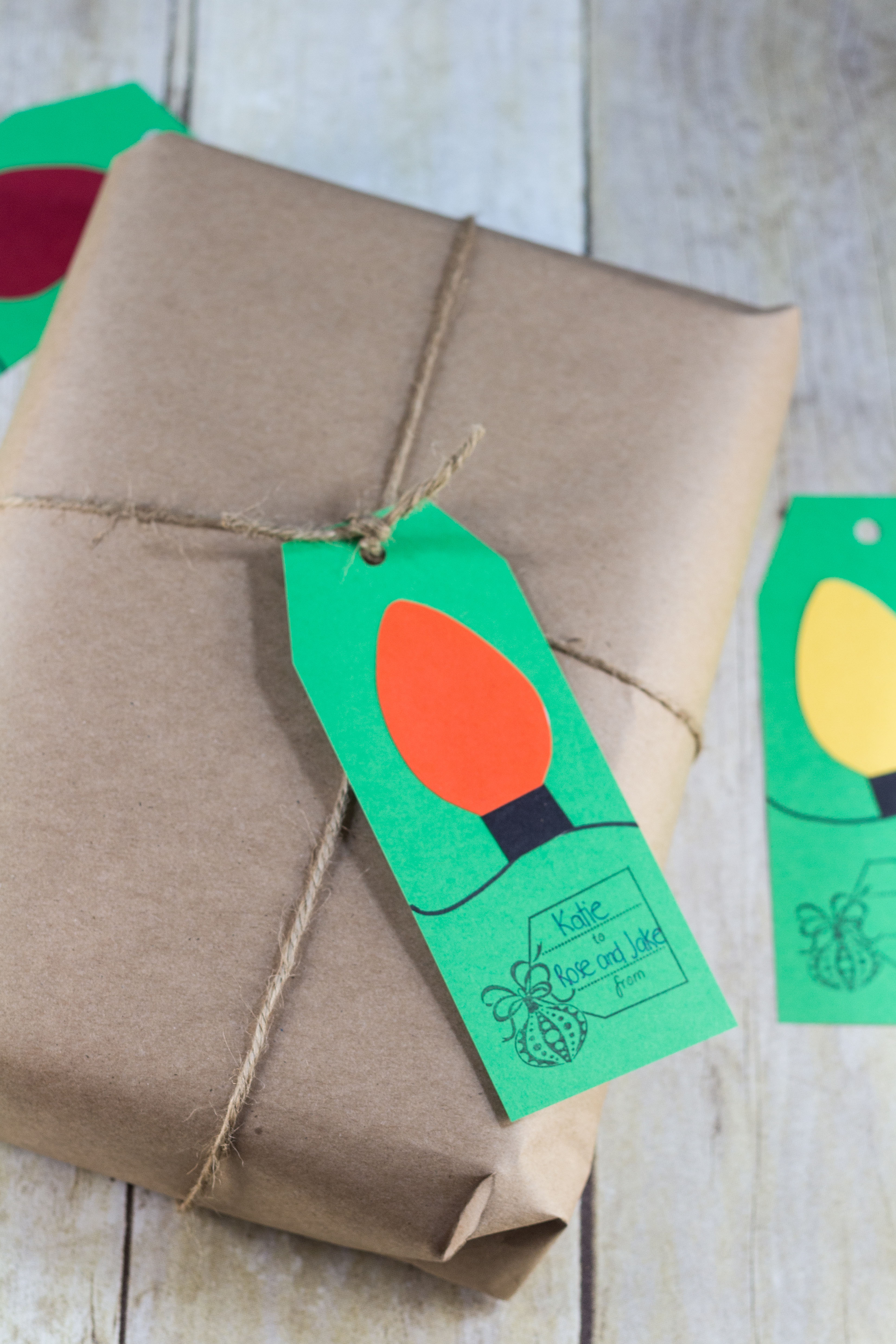Paper Christmas light gift tags. I used green to pair with kraft wrapping, but I love kraft gift tags, too. | http://www.roseclearfield.com