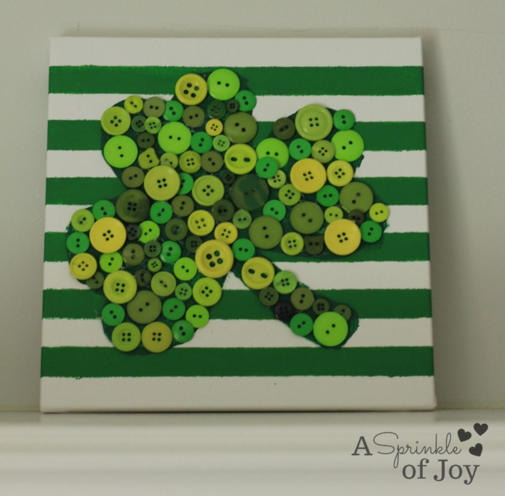 East DIY St. Patrick's Day Decor Ideas - St. Patrick's Day Shamrock Button Wall Art via A Sprinkle of Joy   http://www.roseclearfield.com