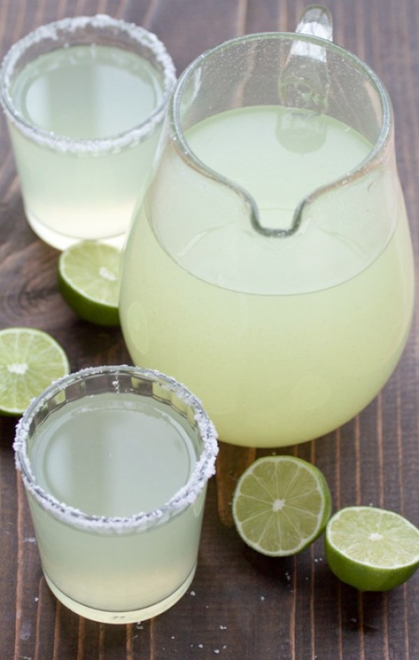 Cinco de Mayo Party Food Ideas - Perfect Pitcher Margaritas via Two Sisters Kitchen | https://www.roseclearfield.com