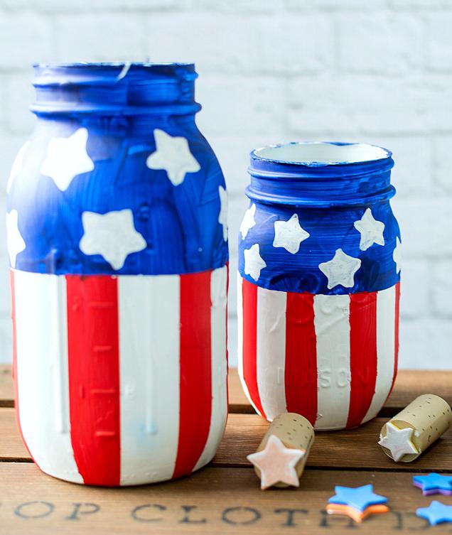 Memorial Day Inspiration - Fourth of July Mason Jars via Mason Jar Crafts Love | http://www.roseclearfield.com
