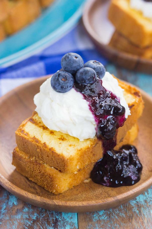 30 Days of Grilled Desserts - Grilled Pound Cake with Mascarpone Cream and Blueberries via Pumpkin 'n Spice | http://www.roseclearfield.com